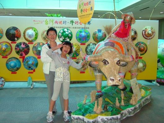 台北桃园机场,旁边的小可爱是我的女儿。